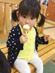 さなママさん「アイス美味しい♪」
